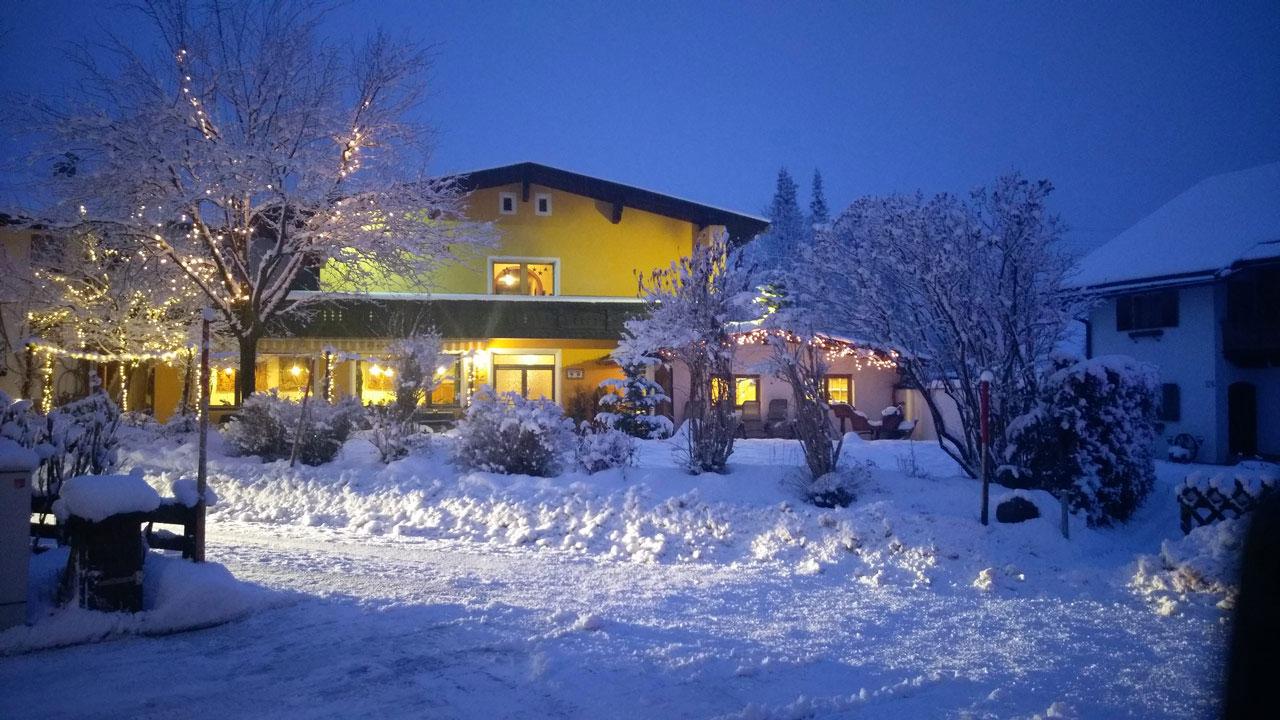 pension bergfrieden winter angebote ferienwohnungen g stezimmer in leutasch seefeld tirol. Black Bedroom Furniture Sets. Home Design Ideas
